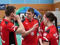 Petr Martinec instruuje své svěřence během víkendového zápasu.
