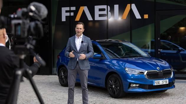 Do propagace škodovek se novou formou zapojuje i nejvyšší šéf mladoboleslavské automobilky: předseda představenstva společnosti Škoda Auto Thomas Schäfer.