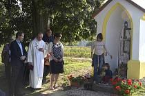 Pavel Mach, farář Mnichova Hradiště, vysvětil kapličku v Dnebohu