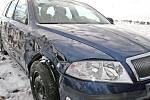 Kolize dvou tahačů plně naložených novými auty Ford a Škoda u Libichova na Mladoboleslavsku.