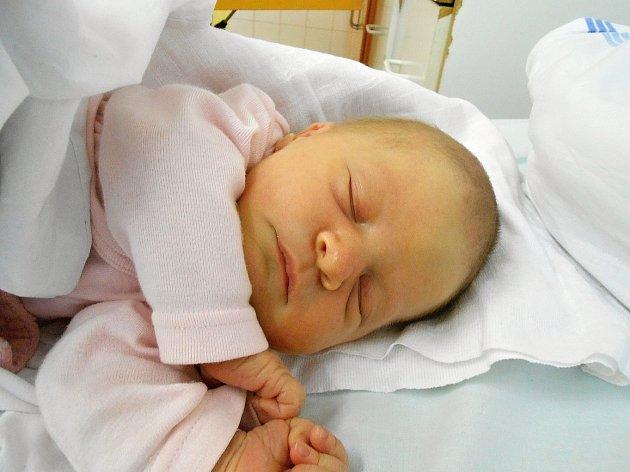 Barborka Vernerová přišla na svět 3. března s mírami 3,33 kg a 48 cm. Maminka Lenka a tatínek František si ji odvezou domů do Kosmonos.