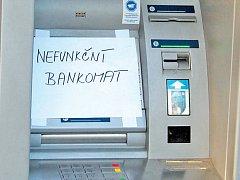 Bankomat GE Money bank na náměstí Republiky v Mladé Boleslavi byl ihned odstaven z provozu.