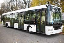 Autobus NB 12 značky SOR Libchavy.