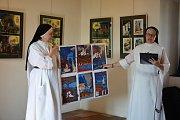 Řeholní sestry představují ilustrace v Templu