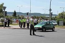 DOPRAVNÍ policisté soutěžili v řízení provozu na křižovatce ulic U Stadionu a třída Václava Klementa.