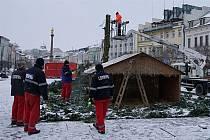 Ze Staroměstského náměstí v Mladé Boleslavi zmizel vánoční strom.