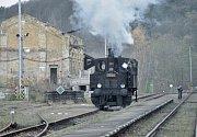 Už 150 let jezdí vlaky na železniční trati Bakov nad Jizerou – Česká Lípa. A právě u této příležitosti poslaly České dráhy na tuto trať i historickou parní lokomotivu s dobovými vagony. Svézt se mohl každý, nastoupit do vlaku bylo možné hned na několika z