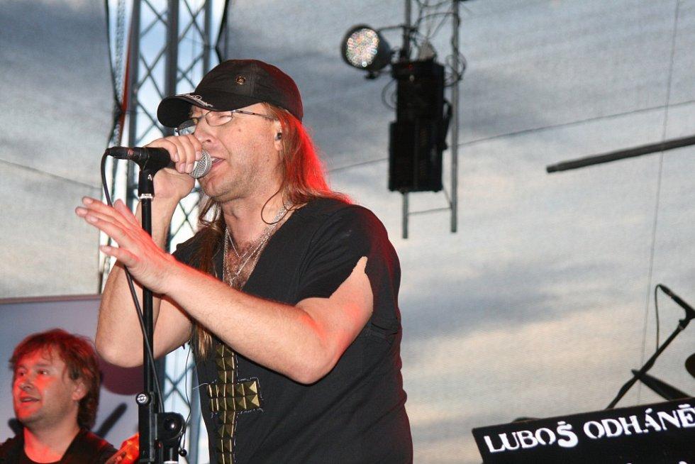 Kytarista a zpěvák Luboš Odháněl.