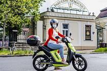 Škodovka poskytla 150 elektrických skútrů BeRider ze Škoda Auto DigiLab lékařům a zdravotníkům, ty měly najet 16 tisíc kilometrů při 1600 jízdách.