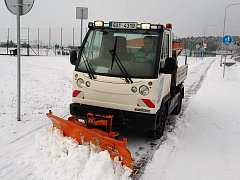 Na úklidu sněhu od brzkého rána pracovala veškerá technika společnosti Compag.