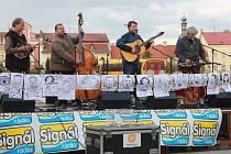 Charitativní koncert kapel Barbecue a Seven na Staroměstském náměstí