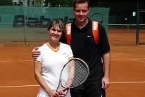 Veronika Martinek spolu s Ferdinandem Butašem oblékají dres tenisového klubu z Rohatska ve Středočeské divizi