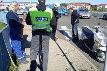 Policie vyšetřuje srážku motorky a auta v Mladé Boleslavi.