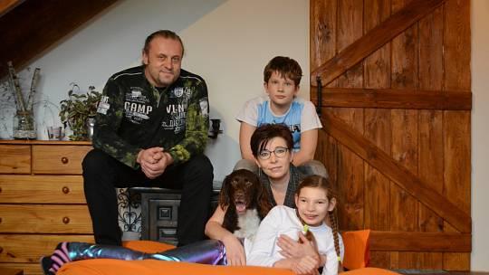 Paní Věra s rodinou