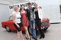 FILMOVÝ FESTIVAL ve Škoda Muzeu zahájili ti nejdůležitější: ředitelka Dagmar Zákoucká, herečka Eliška Jansová, režisér Jiří Strach a prezidentka festivalu Sabina Laurinová.