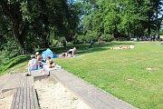Parný letní den spojený s ochutnávkou tradičních, ale i exotických specialit si užili návštěvníci pláže u Jizery v Mnichově Hradišti, kde se konal Restaurant Day.
