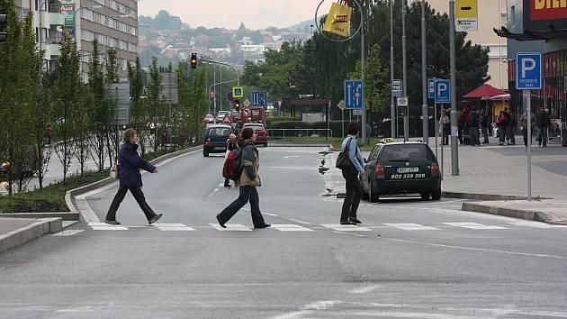 Třída Václava Klementa u Bondy centra v Mladé Boleslavi.