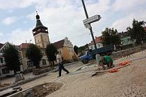 Rekonstrukce Palackého náměstí v Dobrovici.