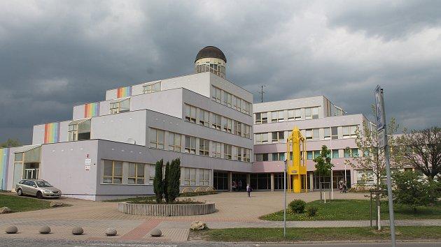 Letní opravy boleslavských škol stály přes sto milionů Mladoboleslavsko –  Prázdniny znamenají nejen dobu volna pro žáky a studenty 835b46c1db