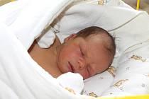 MATYÁŠ Česák se narodil 27. října s mírami 3,92 kg a 53 cm. S maminkou Jaroslavou a tatínkem Michalem bude bydlet v Mladé Boleslavi. Doma na něj čeká už pětiletý bráška Mareček.
