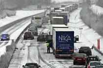 Počasí ve středu komlikovalo dopravu v celé republice