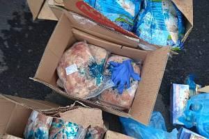 Středočeským celníkům se podařilo odhalit při kontrole na dálnici D10 téměř půl tuny kuřecího masa a přes čtyřicet kilogramů mořských plodů.