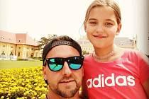 Sportovní redaktor Petr Plintovič s dcerou.