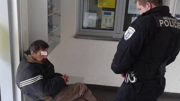 Strážníkům dělali starosti opilci