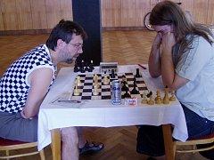 V utkání hráčů bez bodové ztráty porazil Jaroslav Záhorbenský (vlevo) Pavla Postupu.