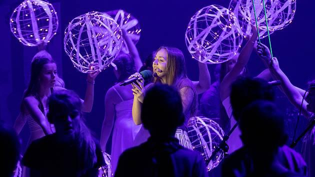 Prvními koncerty pro školy odstartovala v pondělí 5. listopadu v mladoboleslavském Škoda Muzeu autorská soutěž Dětská nota, která tak vstoupila do svého 45. ročníku.