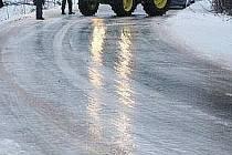 Ledovka na silnici - ilustrační foto