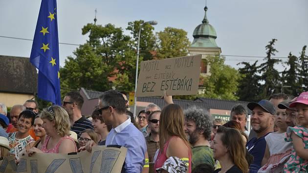 V Benátkách nad Jizerou přišlo na demonstraci proti premiérovi Andreji Babišovi na 150 lidí