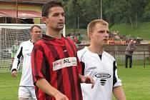Michal Korec (v červeno-černém) v dresu Kropáčovy Vrutice.