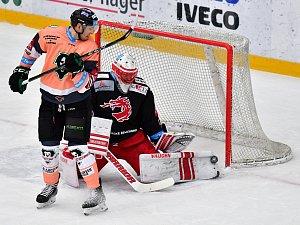 Hokejisté Bruslařského klubu Mladá Boleslav nastoupili proti vedoucímu Třinci ve speciálních dresech na podporu nedonošeneckého oddělení Klaudiánovy nemocnice.