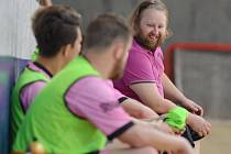 ZMĚNA. Zatímco loňský pohárový zápas s Cobrou sledoval Jaroslav Bílek ještě coby hlavní kouč Malibu, v letošním si odbyl premiéru v roli asistenta svého bratra Michala.