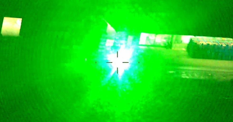 Oslňování laserem.