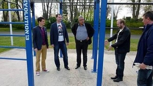 Crossfitové hřiště. První vzniklo v Boleslavi za Májem letos v dubnu.