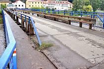Most u Česany vydrží do roku 2015. Vedle něho chce město postavit nový.