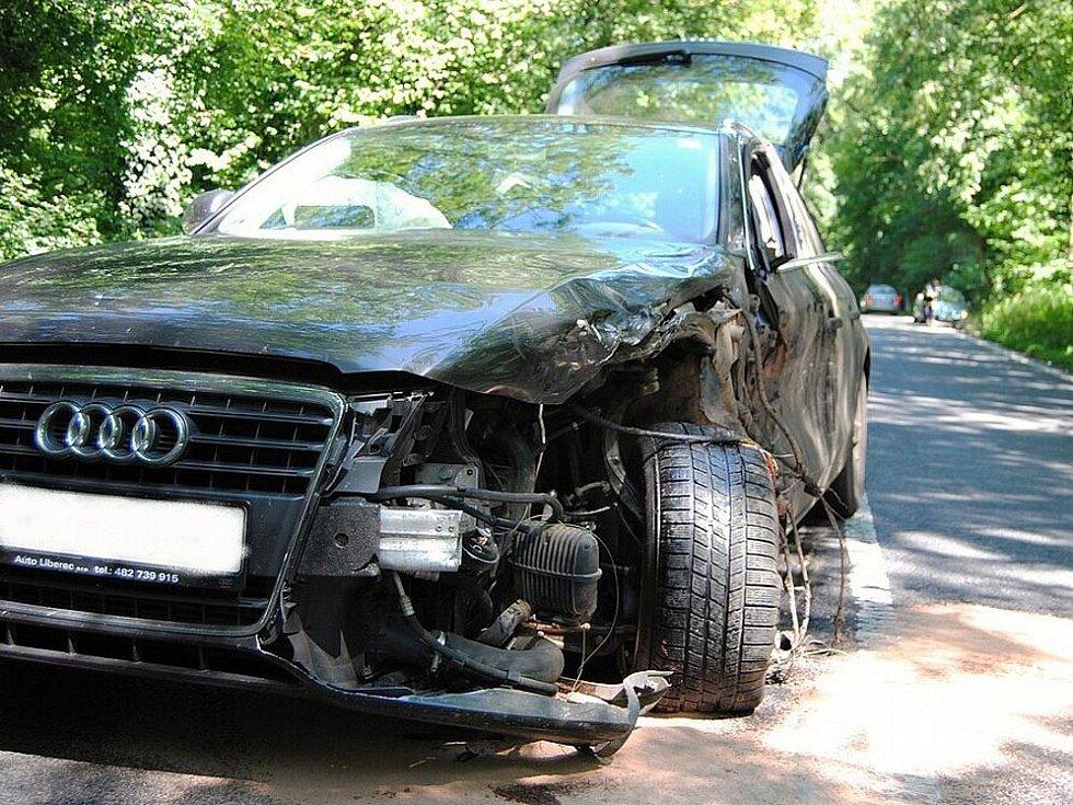 Kamion vyvázl jen se škrábanci, za to drahá osobní audina měla výrazně upravený předek.