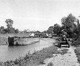 Traktory Svoboda prosluly ve třicátých letech taháním člunů na Baťově kanálu.