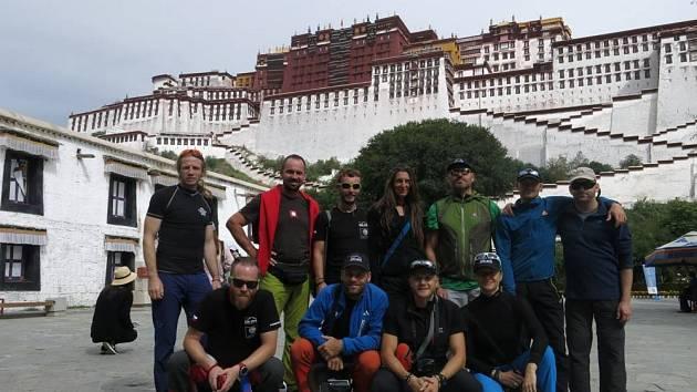Horolezci navštívili ve Lhase jeden z chrámů