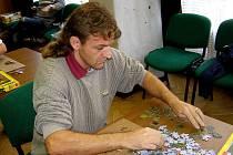 Puzzle je zábavou i pro dospělé.