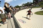 Ze závodu longboardů Red Bull Feel the Wheel 2020 na bikrosové trati v Benátkách nad Jizerou.