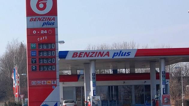 Cena benzinu Natural 95 už překročila 36 korun!