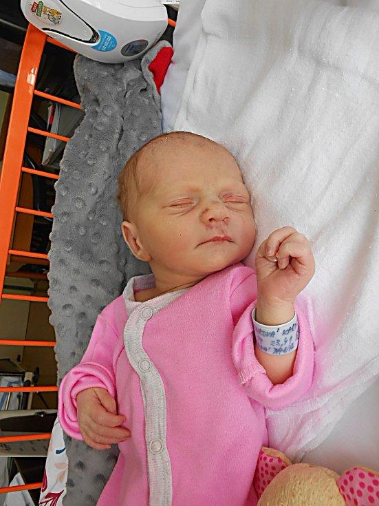 Karolínka Červenková se narodila 17. června, vážila 2,7 kg a měřila 48 cm. S maminkou Janou a tatínkem Janem bude bydlet v Jičíně.
