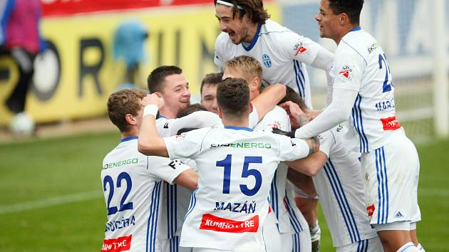 Fotbalisté Mladé Boleslavi oslavili výhru nad Pardubicemi.