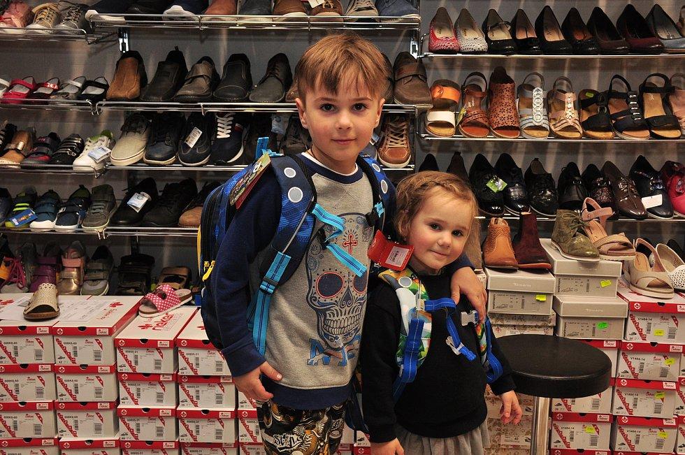 Otevření obchodů s obuví a oblečením v pondělí 12. dubna 2021. Ilustrační foto.