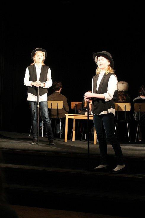 Festival Pana Pipa ve čtvrtek nabídl čtyři představení. Jedním z nich bylo Jak se dělá divadlo v podání dětského souboru Hvězdičky ze Základní umělecké školy v Mnichově Hradišti (na snímku).