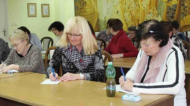 TRÉNINK PAMĚTI není cizí všem věkovým kategoriím i povoláním. Kromě studentů se mezi účastníky objevili také bývalí učitelé nebo zaměstnanci sociálních služeb.
