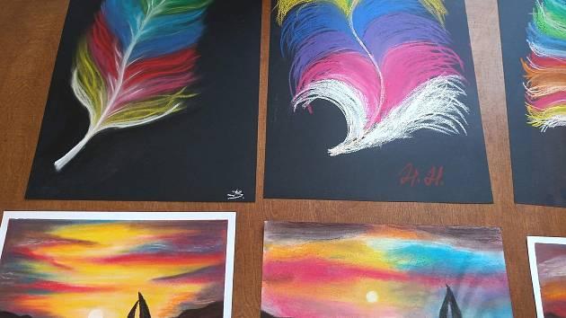 Kresby pastelem z kurzu v Kosmonosích